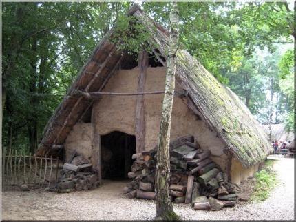 maison torchis et toit de chaume Soue Pinterest