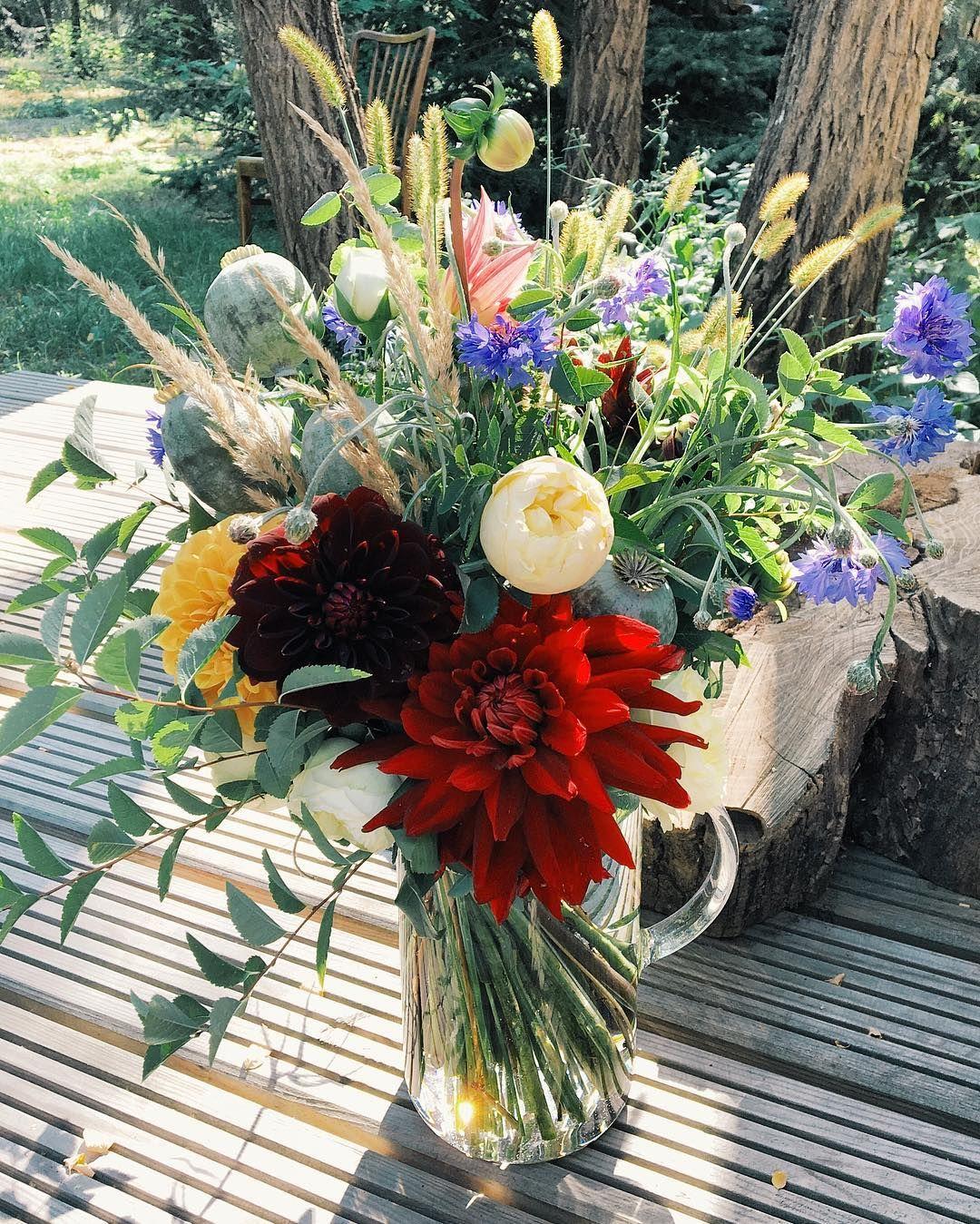 1 417 Likes 8 Comments Kwiaciarnia Kwiaty Amp Miut Kwiatyimiut On Instagram Bukiet Na Niedziele Christmas Wreaths Floral Wreath Holiday Decor