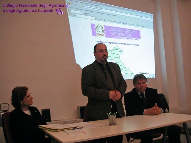 Da sinistra: la Senatrice Irene ARDENTI, componente della Commissione Istruzione del Senato, l'Agr. Luciano Nocera, Presidente del Collegio degli Agrotecnici e degli Agrotecnici laureati di Torino, l'Agr. Lorenzo Gallo, Vicepresidente del Collegio Nazionale.