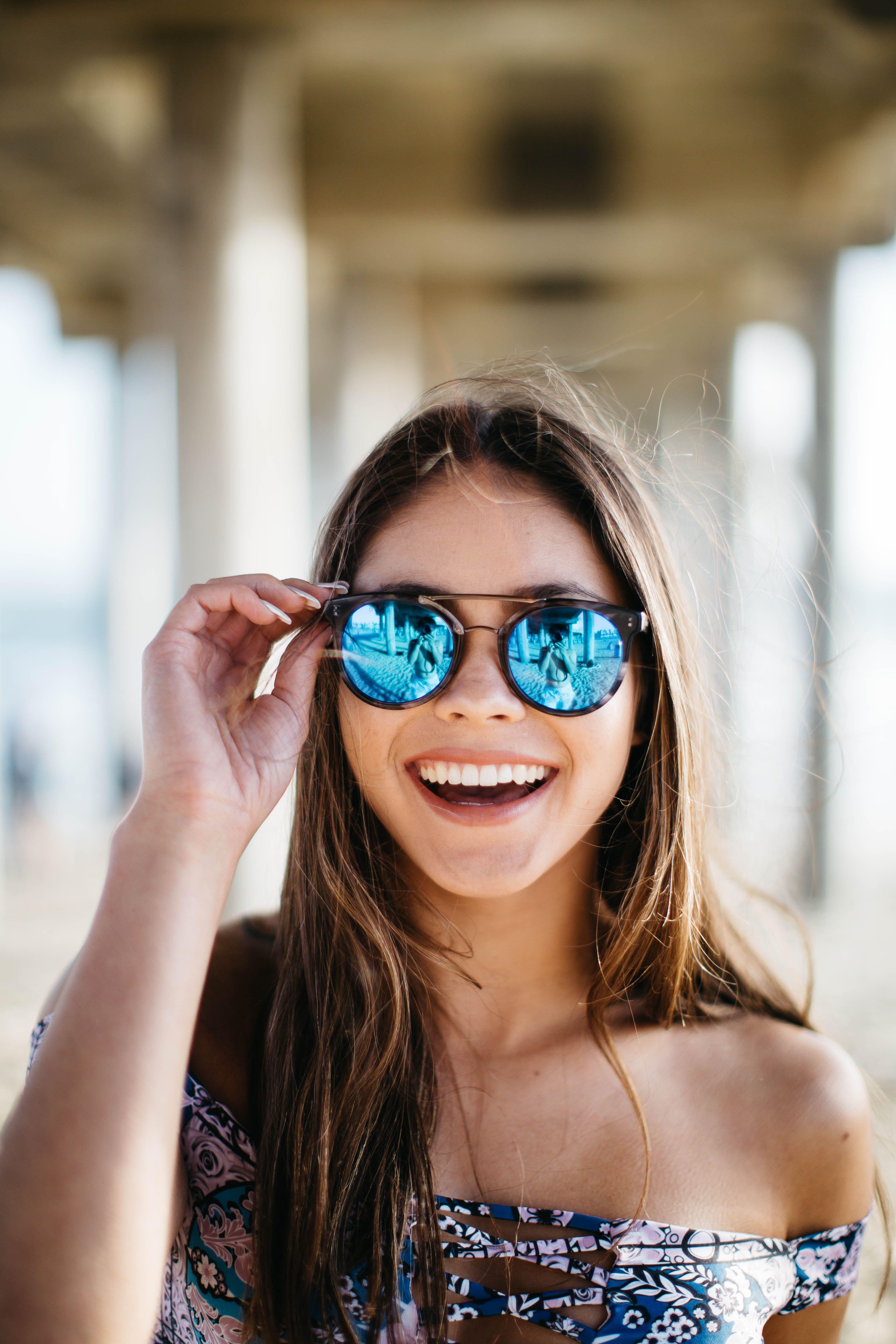 cute-glasses-strip-dhaka-university-sex-kiss