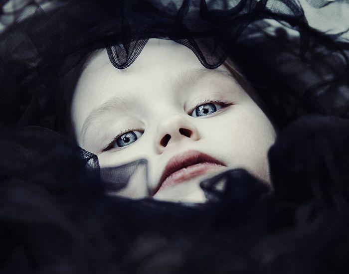 dark cradles II by Miss-Deathwish.deviantart.com