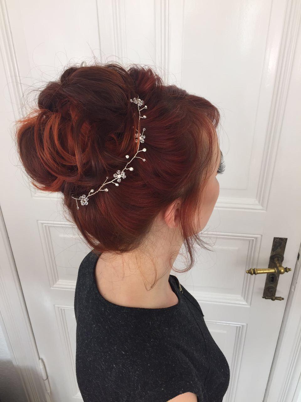 Rote Haare Up Do Zarter Haarschmuck Hochgesteckt Hochsteckfrisur