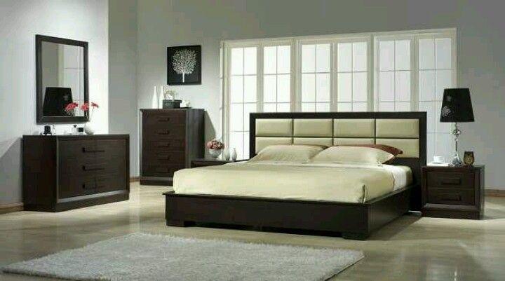 Esta base para cama kingsize es muy bonita y su cabecera en piel ...