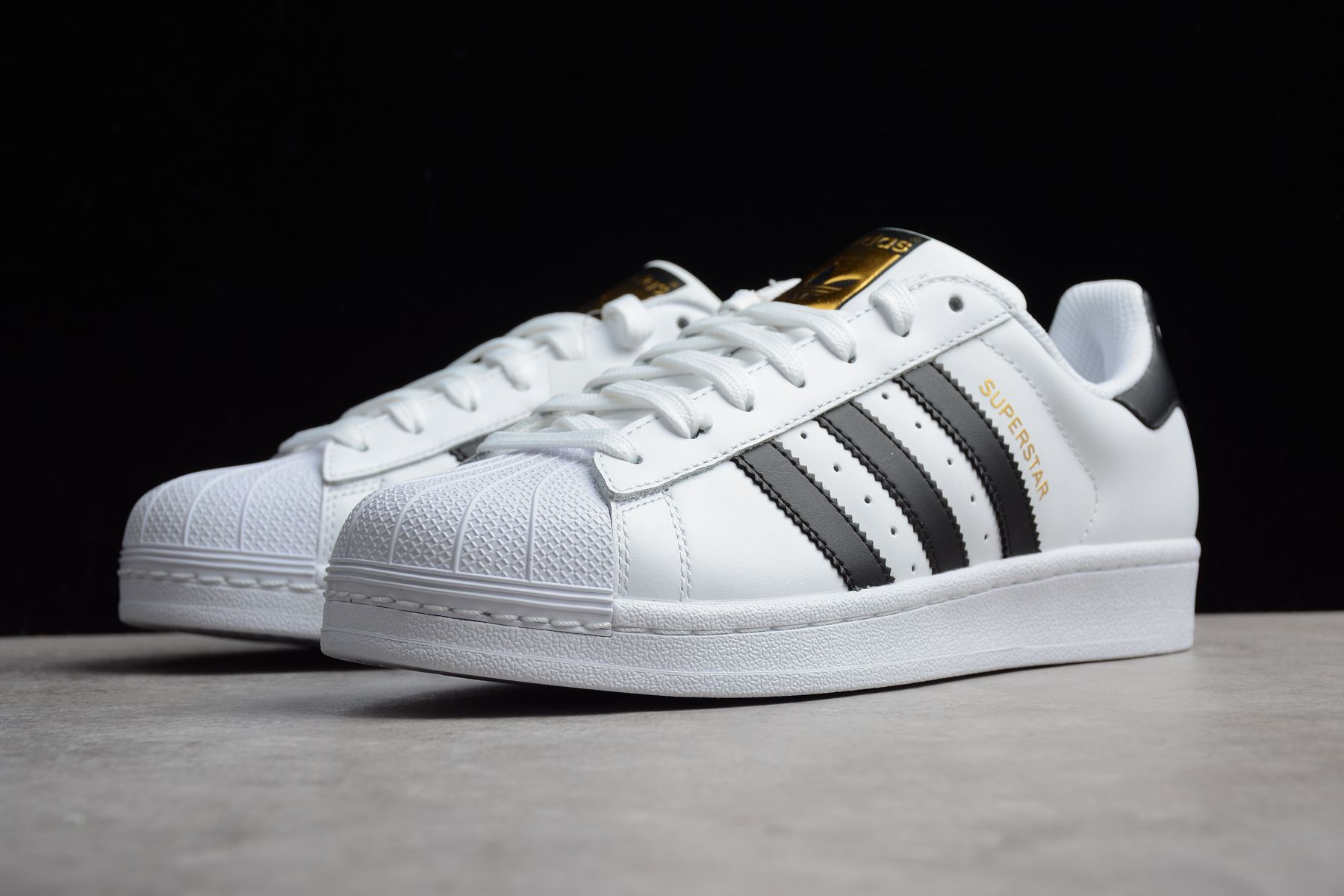 sports shoes f227f 2e9ae 2018 UK FR Trainers Adidas Superstar White Black c77124