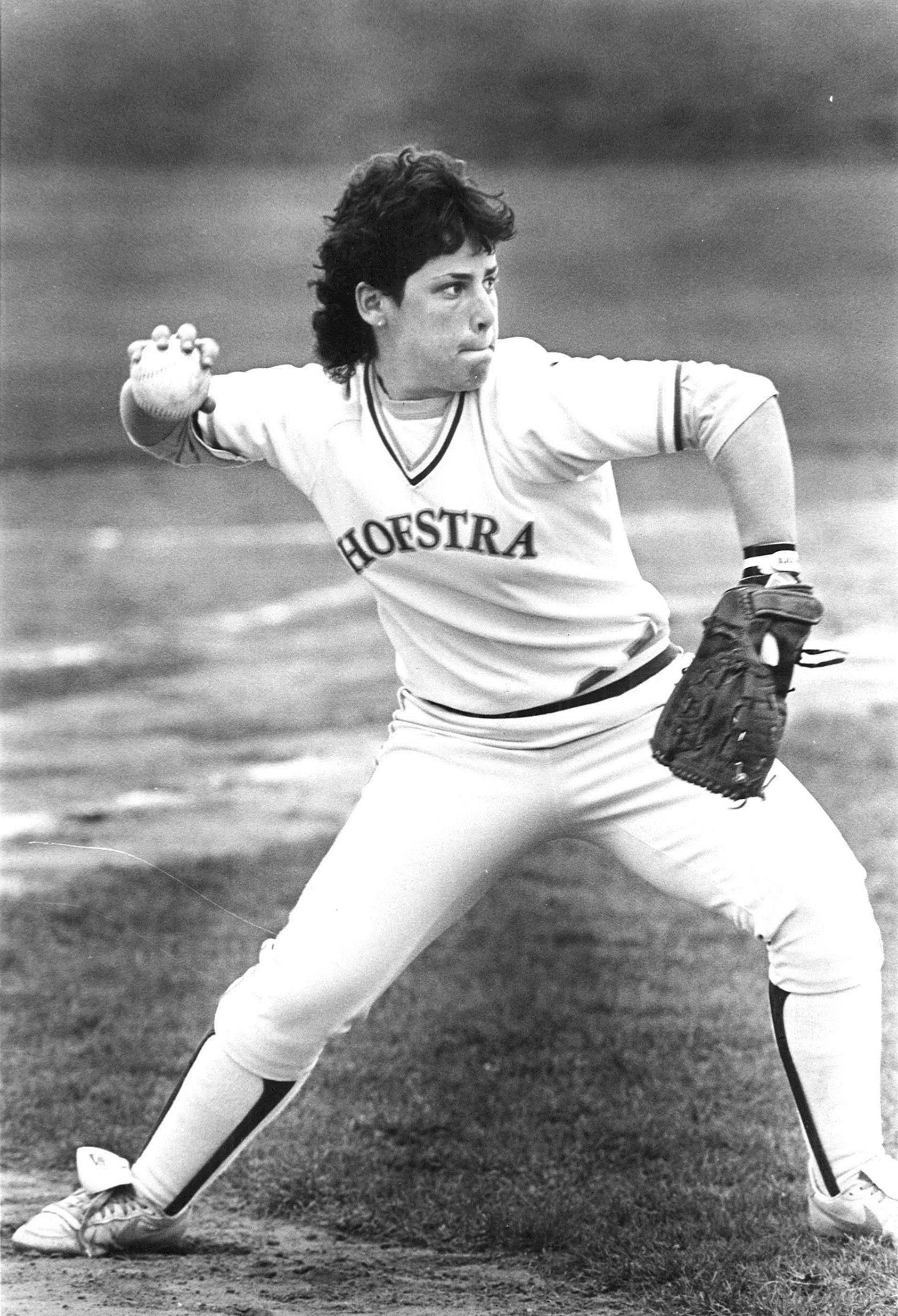 1987 Women's Softball pitcher Softball pitcher, Play