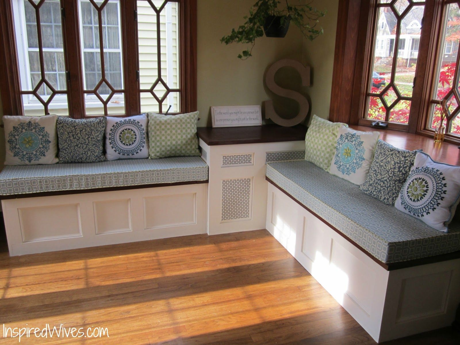 Diy Plans Nook Storage Bench Ehow For Storage Bench Entrance