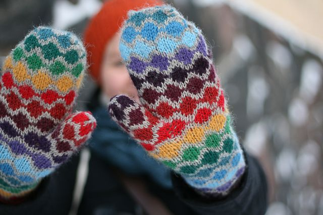 pearl chain mitten. free pattern by handepande. love this rainbow ...