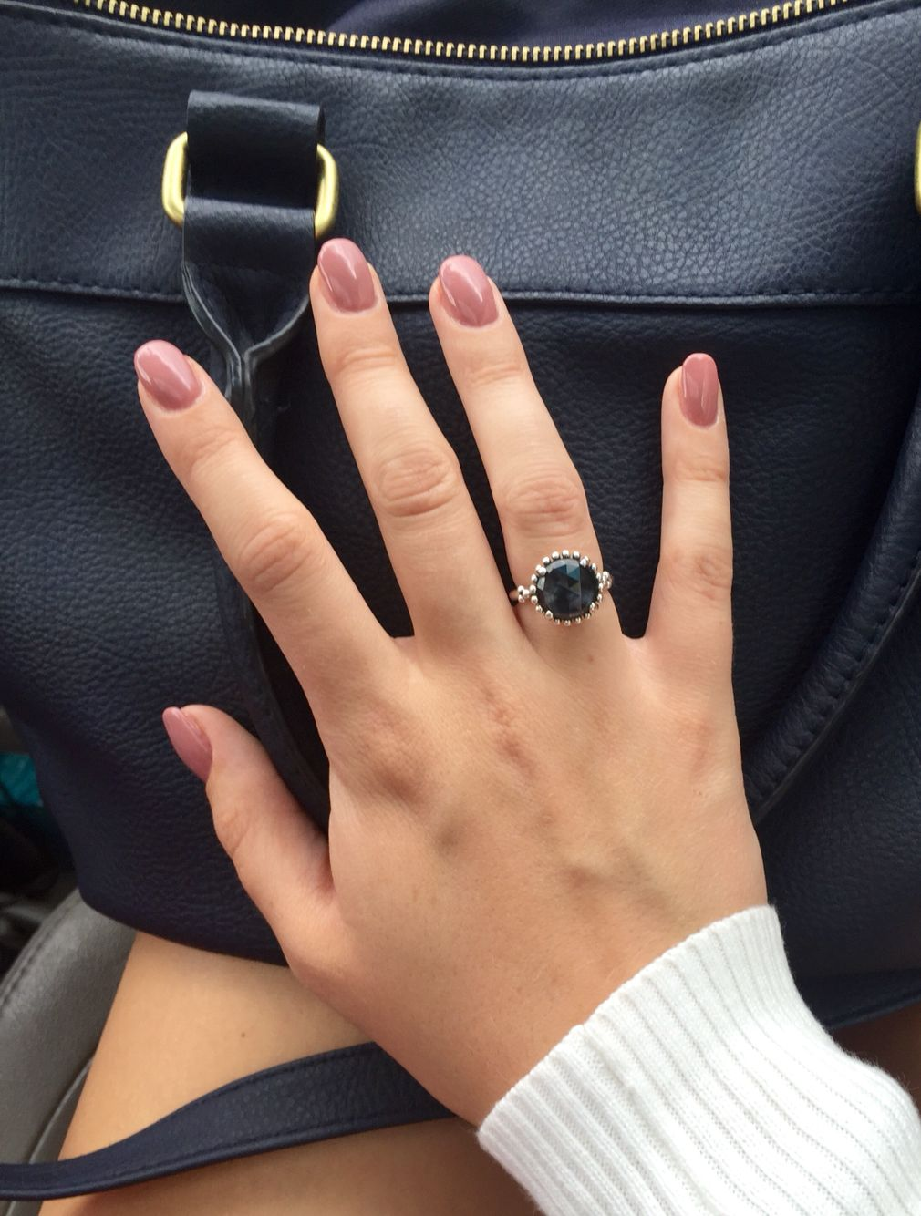 Oval nails, pandora ring, navy blue bag. Love this look, it's so classy.