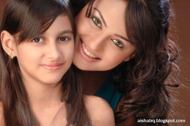 Javeria with daughter...   Celebrity kids, Celebrity moms, Celebrity couples