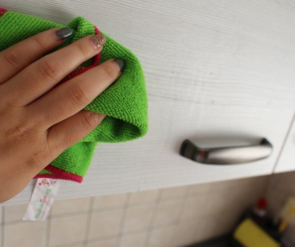 Gerüche Aus Küchenschrank Entfernen: Fettige Küchenschränke Reinigen