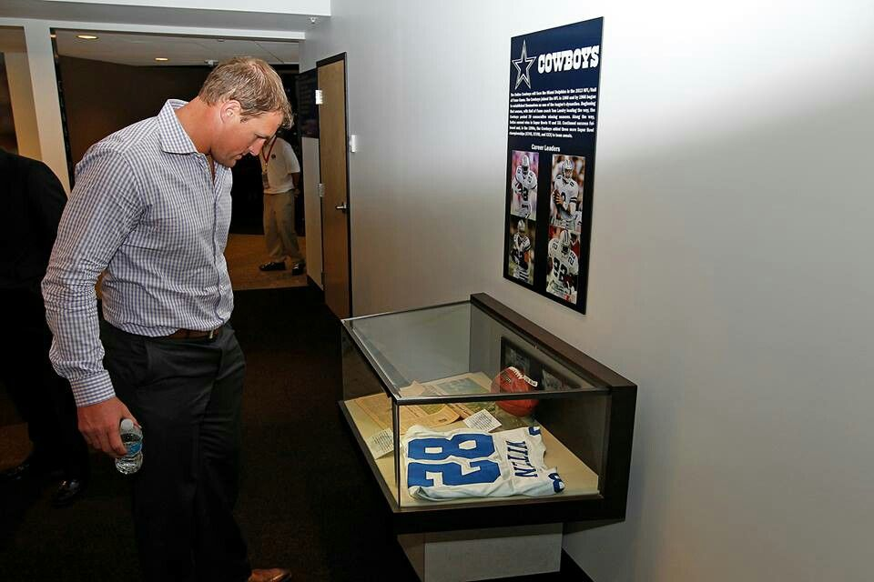 Jason Witten checks out his game worn jersey in the NFL HOF as the TE who reached 600 catches the fastest...congrats