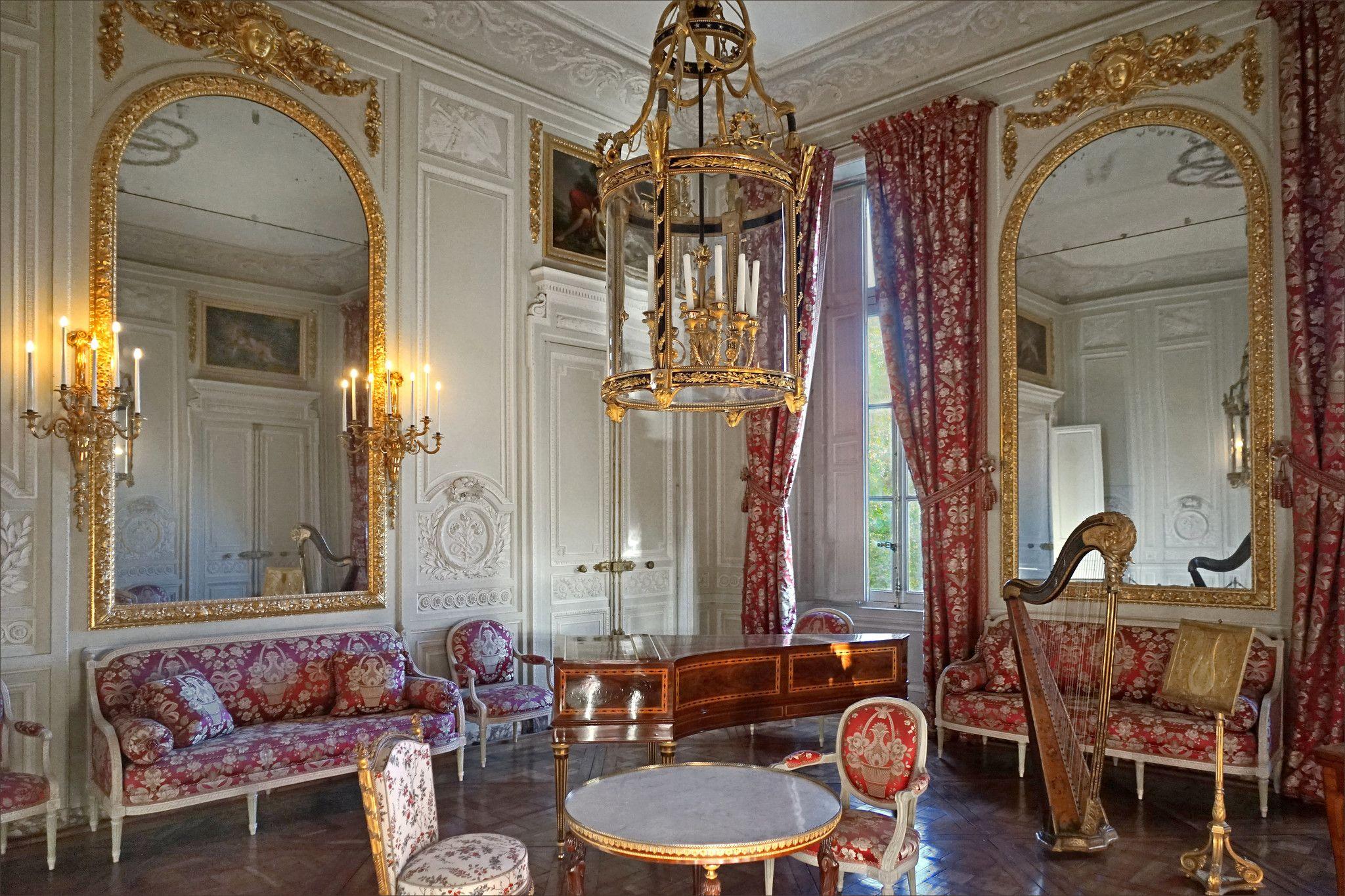 Le salon de compagnie (Petit Trianon, Versailles) | Estates, Home decor,  Home