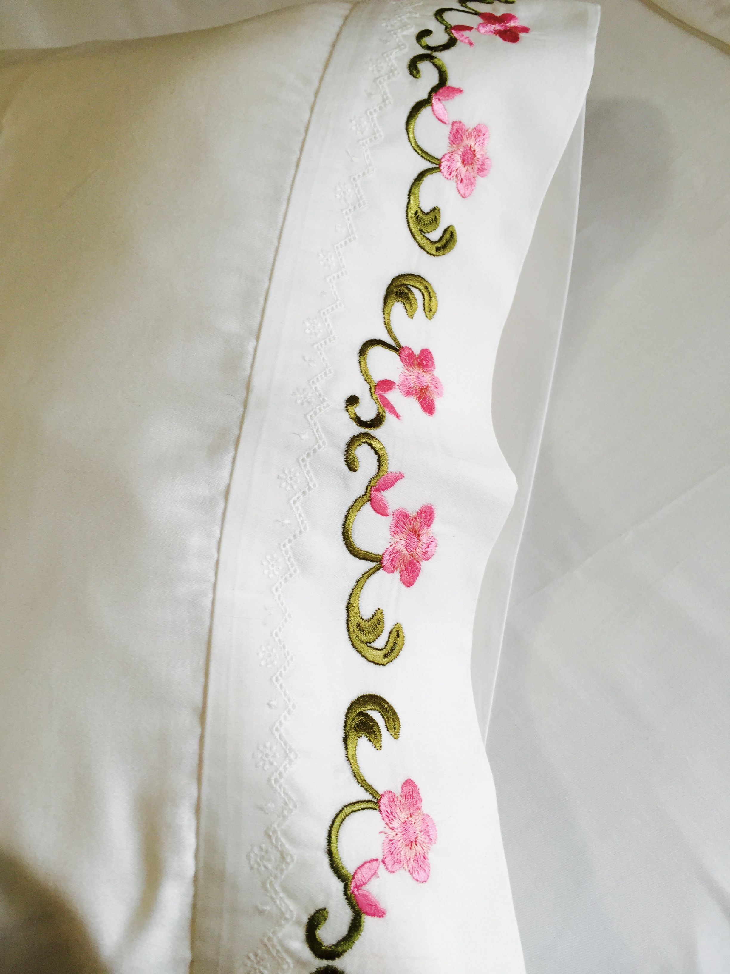 Embroidered sheets, Personalized pillow