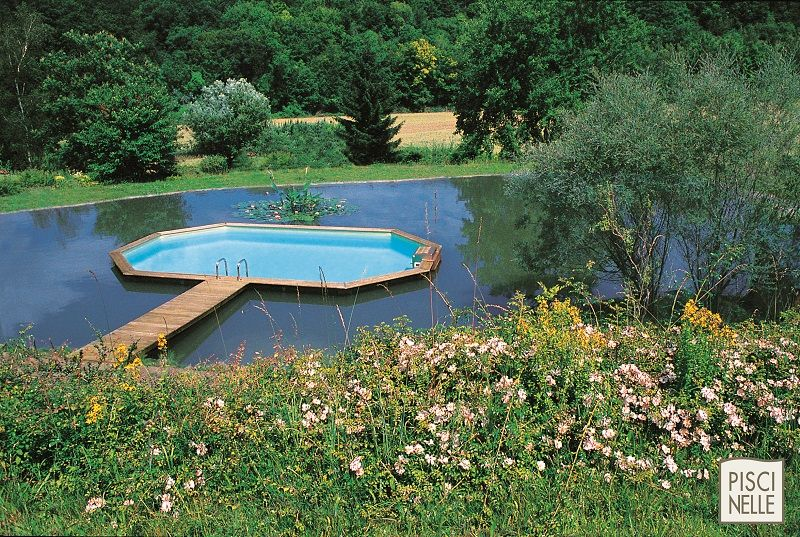 piscine hors sol dans un lac avec juste un ponton pour l 39 acc s un savoir faire unique. Black Bedroom Furniture Sets. Home Design Ideas