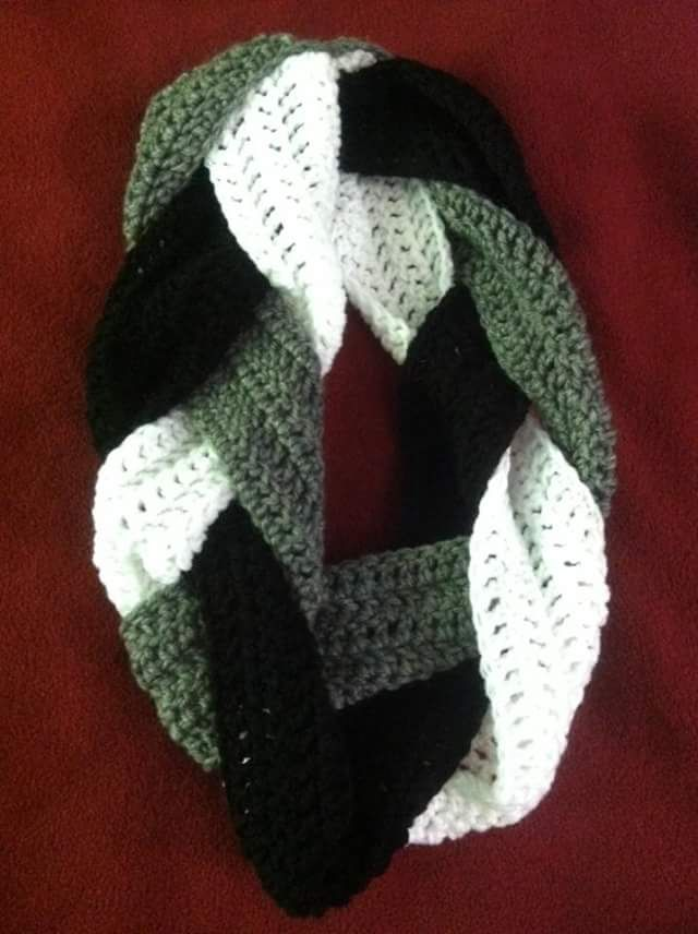 The Hippy Hooker: Tri-Colored Braided Infinity Scarf | Quick Crochet ...