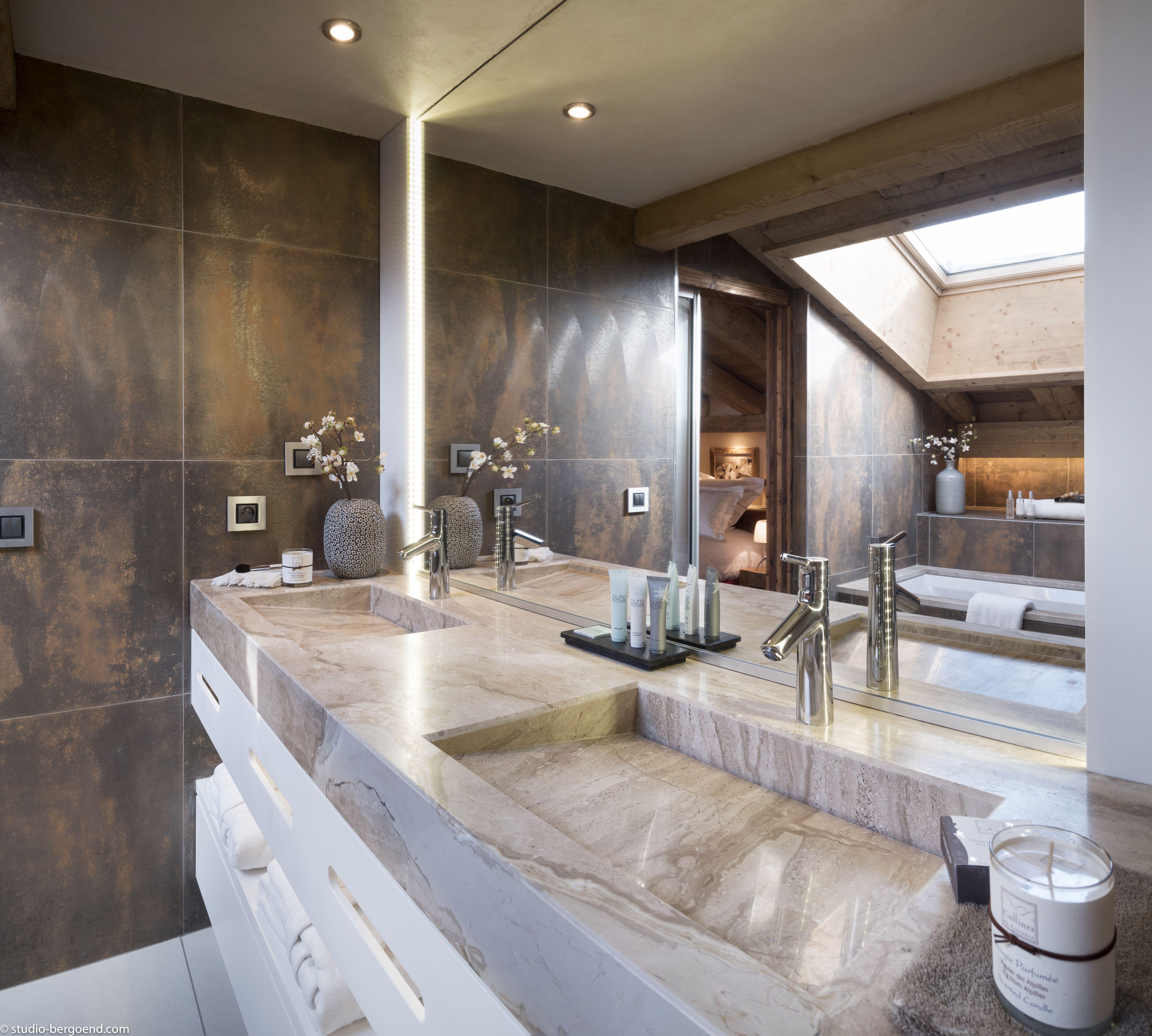 Luxueuse Salle De Bains Avec Tres Grand Miroir Double