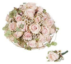 Rund brudebukett med lyse roser