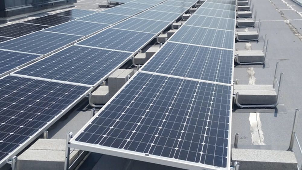 Oakton Community College Has Completed Installing Approximately 80 X 25 Kilowatt Photo Voltaic Solar Panels At Its Skokie Campus Solar Panels Solar Solar Power