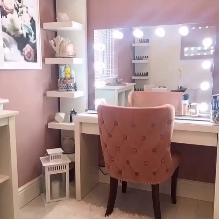 Photo of Scarlett Hollywood Mirror | Specchio per il trucco illuminato Con luci attorno ad esso
