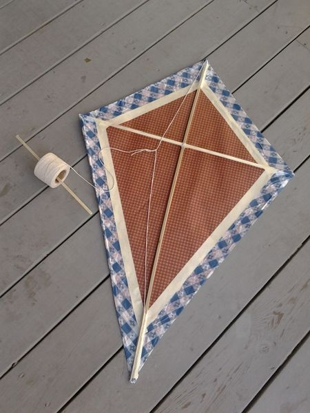 Off of Rachael Ray's board @Evette Mendisabal Rios makes a homemade kite-see how u can too