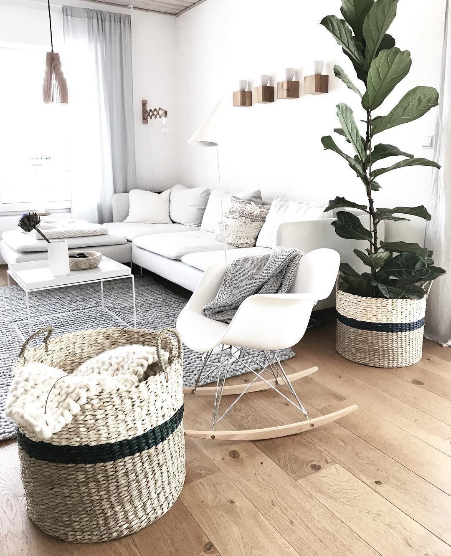 »Schaukestuhl 2.0« Egal ob im Wohnzimmer, in der Leseecke oder im Schlafzimmer - der Schaukelstuhl feiert sein Comeback! Neue Designs und Stylingideen rund um das IT-PIECE findest du bei uns im  WestwingNow Shop! // Wohnzimmer Sofa Teppich Korb Holz Skandinavisch @wollehochdrei #neuesdekor