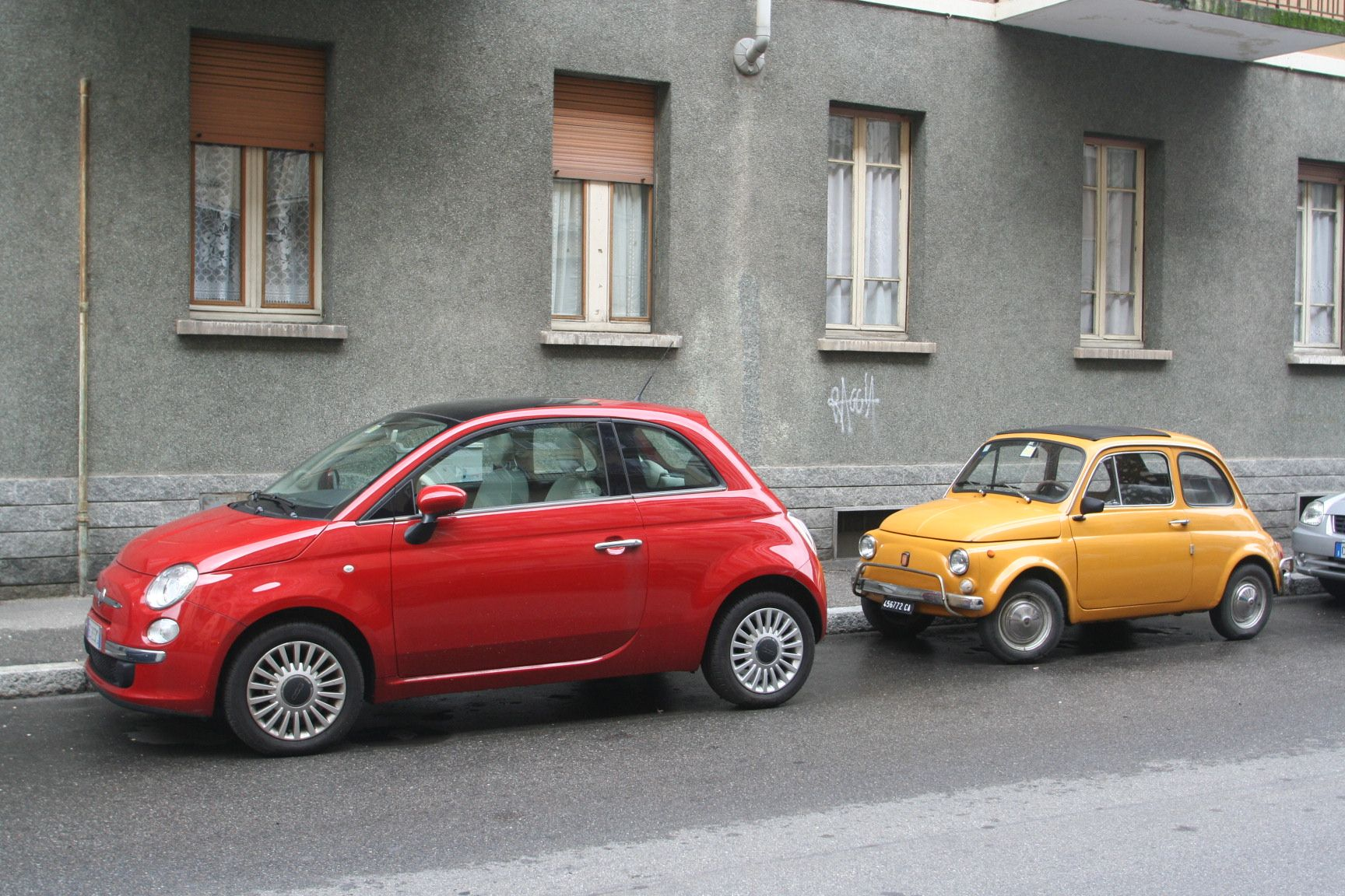 Fiat 500 New And Old Model Now I Want An Old One Too With