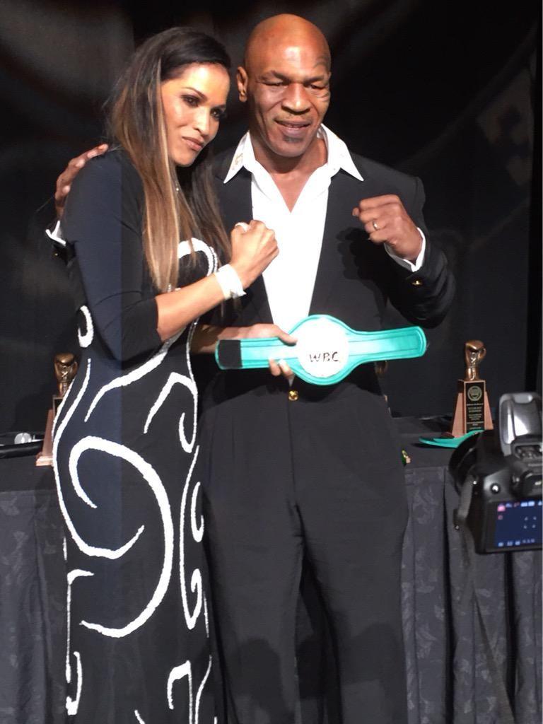 Don't mess w these 2! @MikeTyson @rashedaali Moving speeches honoring @MuhammadAli #nvbhofgala @boxingrich @TooFred