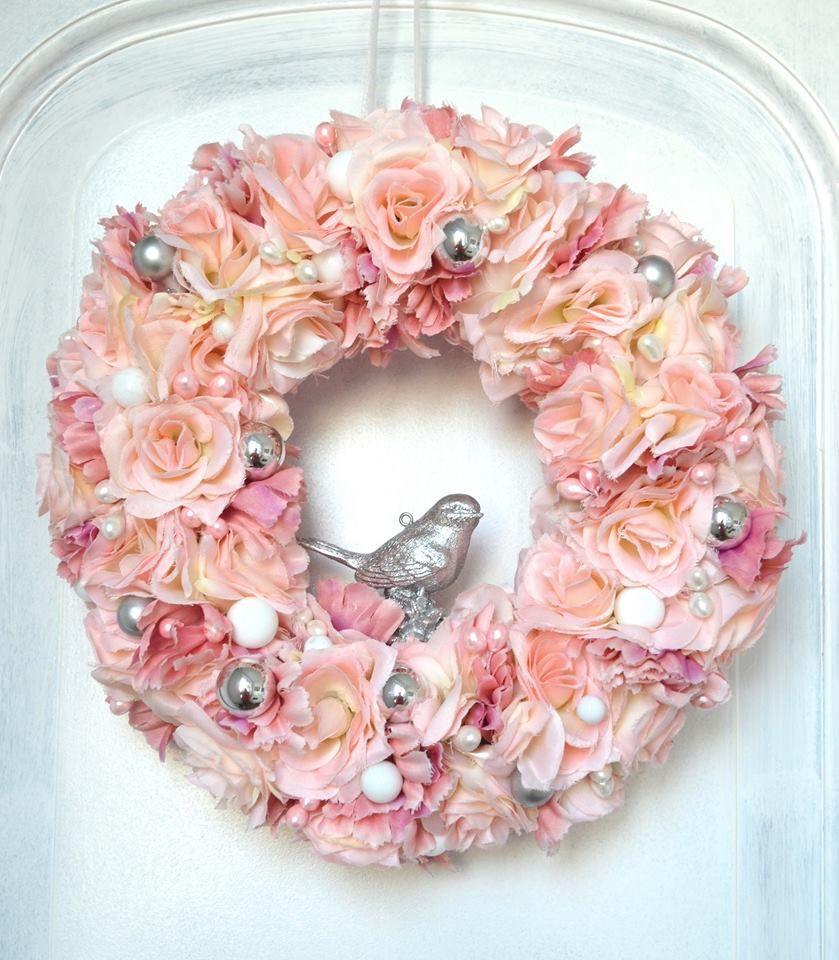 Boze Narodzenie Swieta Chrostmas Wianek Wreath Kwiaty Dekoracje Z Kwiatow Sztuczne Kwiaty Bombki Roz Kompozycja Dekorac Floral Wreath Floral Wreaths