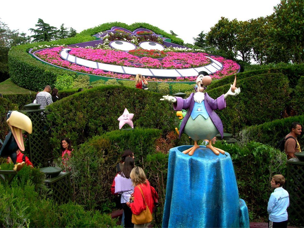 Disneyland Paris Alice S Curious Labyrinth An Amazing Hedge