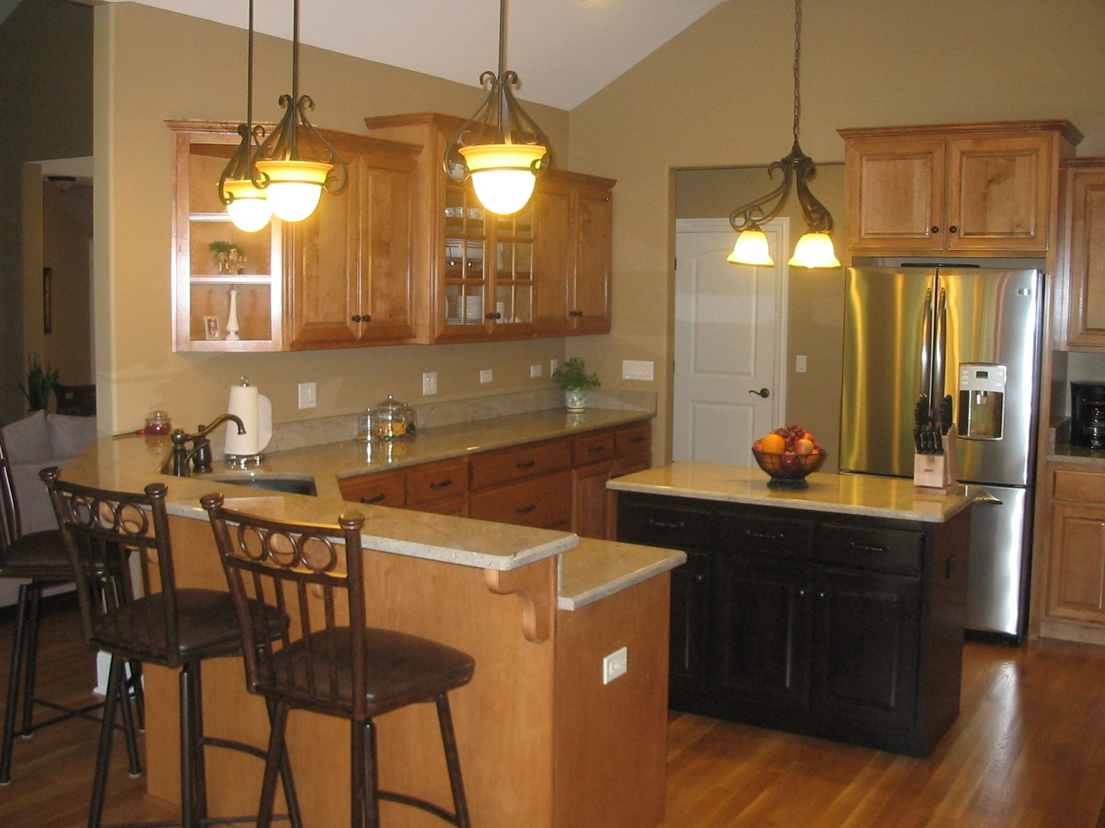 Oak cabinets espresso stained island cabinets light tan for Tan kitchen ideas
