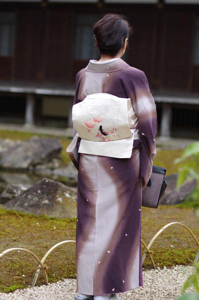 円覚寺にて 帯と着物の桜模様に
