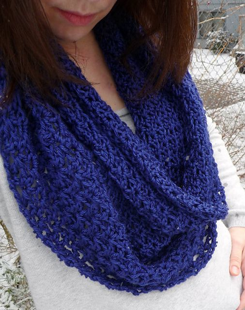 Ravelry Lacey Circle Scarf Pattern By Domestic Bliss Squared Knit