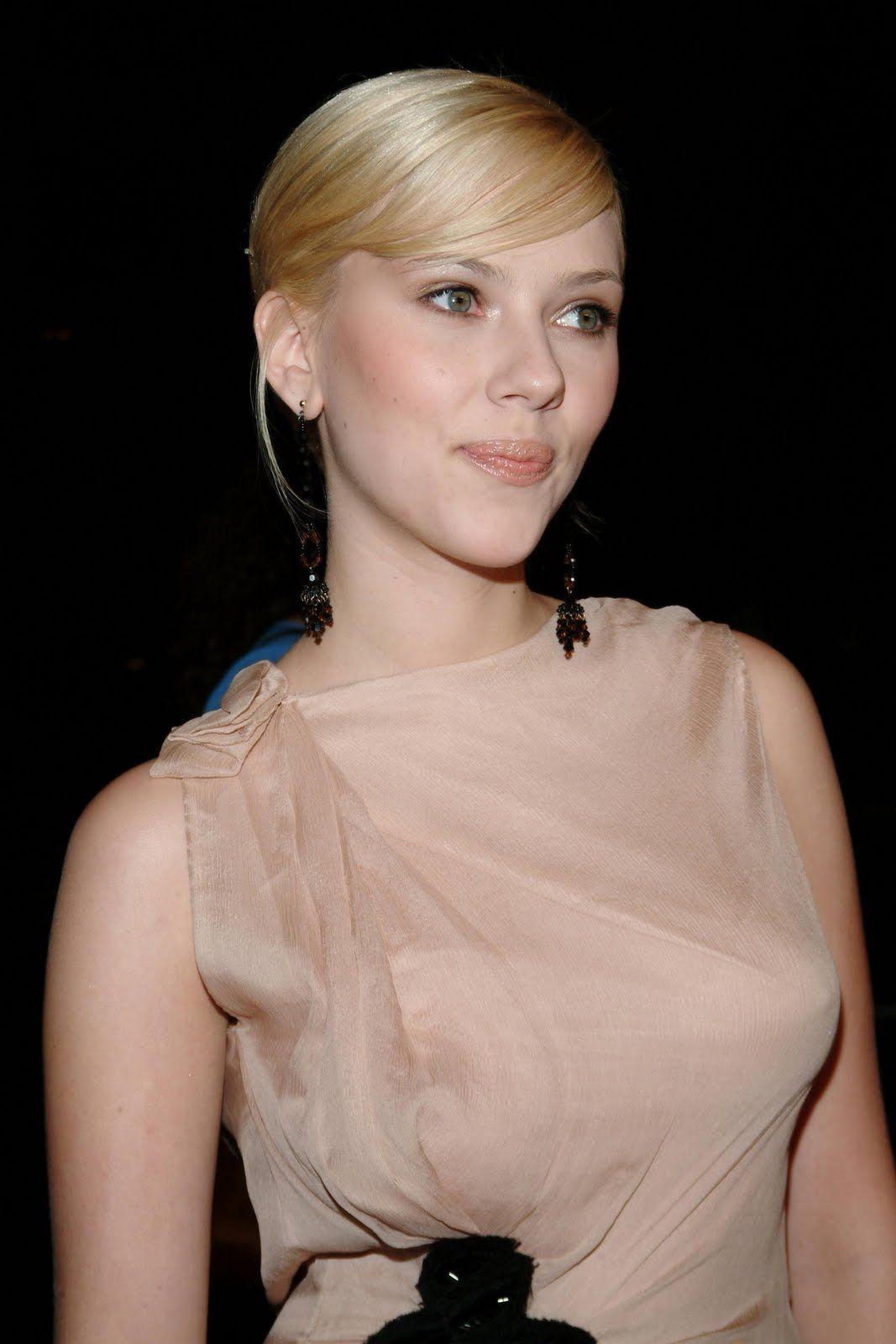 Scarlett strikes a Marilyn, makes me want redlipstick Scarlett strikes a Marilyn, makes me want redlipstick new pics