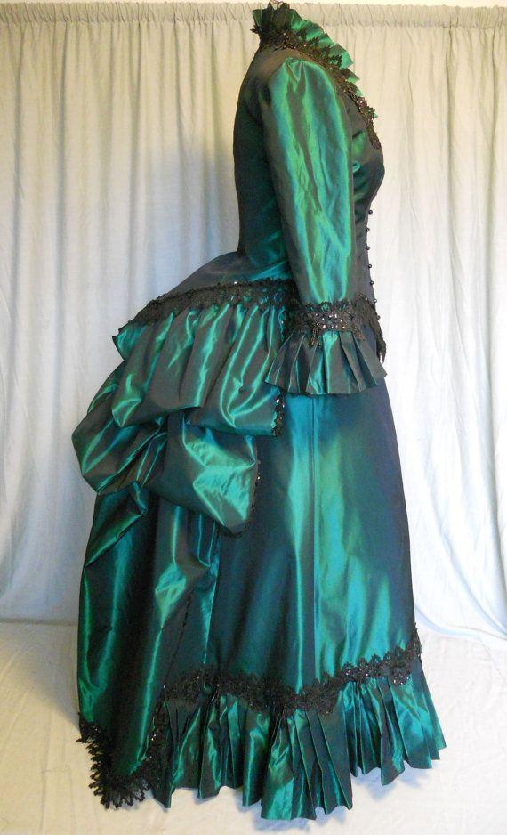 Victorian Bustle Dress in Emerald Green Taffeta par SallyCDesigns ...