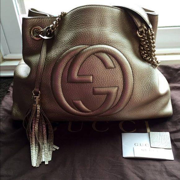 cc0aba8248c ⬇️GUCCI SOHO METALLIC LEATHER SHOULDER BAG⬇ SALE ✨ GUCCI SOHO METALLIC  LEATHER SHOULDER BAG. ✨ Color  golden beige metallic leather. ✨ Double chain  ...
