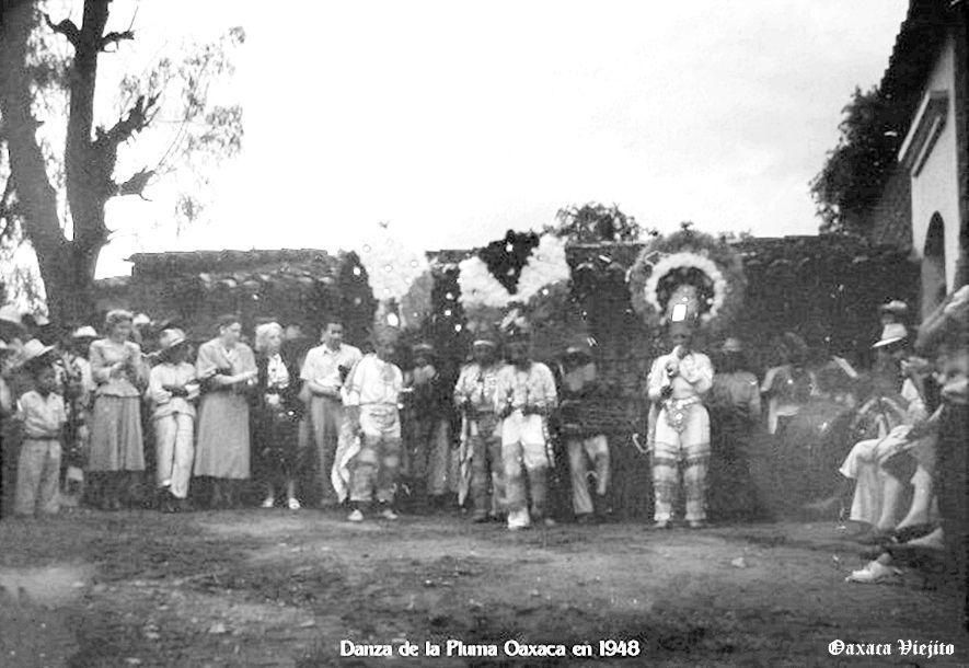 Danzantes de la Pluma en Cd. de Oaxaca , Oaxaca Mexico en 1948 ,,,, 6