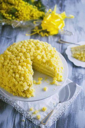 Strati di pan di spagna farciti con una golosa crema: la torta mimosa è il dolce perfetto per celebrare la festa della donna. Scopri la mia ricetta!
