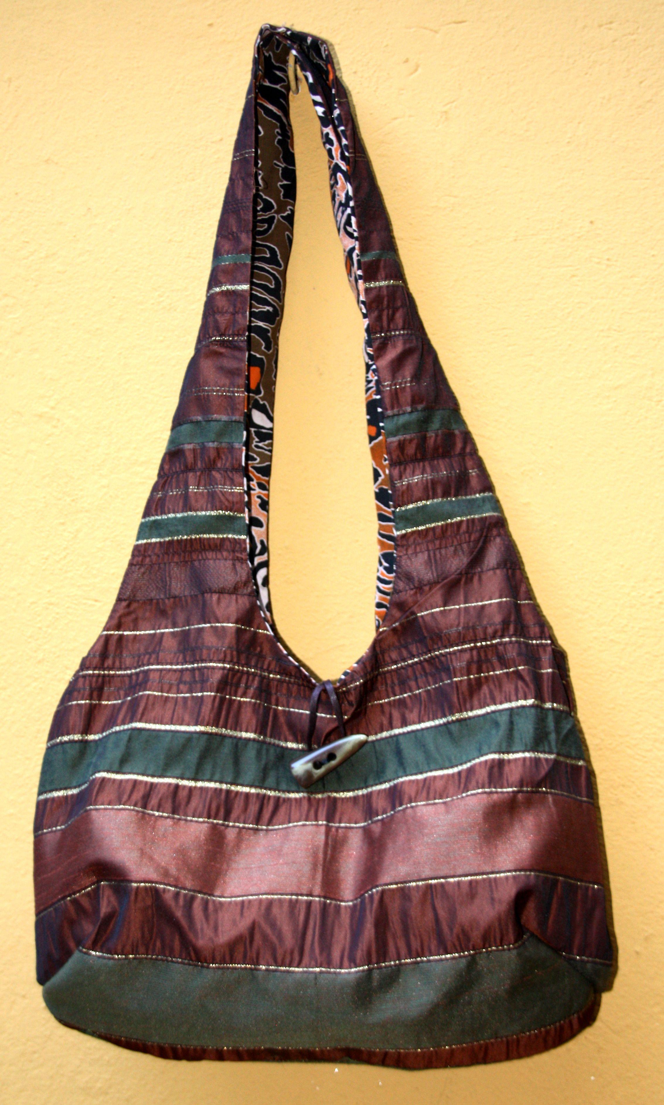 Bolso Grande con bolsillos exteriores e interiores, reversible