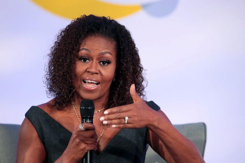 Michelle Obama Posts Rare Family Photo On Twitter To Celebrate Thanksgiving Michelle Obama Obama Barack Obama