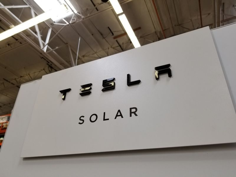 Report Tesla To Slash Solar Panel Prices To Stymie Market Share Loss Correction Solar Energy Panels Solar Installation Solar Panels