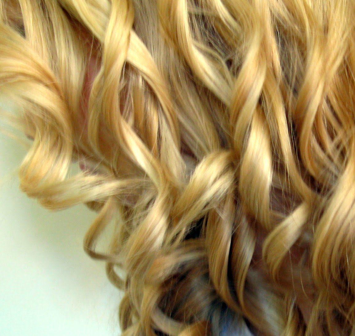 comment boucler ses cheveux au fer friser belles boucles cheveux boucl s cheveux et fer. Black Bedroom Furniture Sets. Home Design Ideas