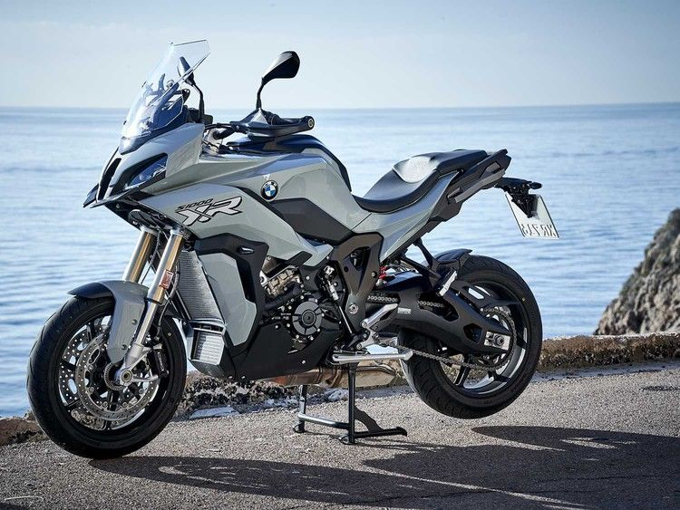 2020 Bmw S 1000 Xr Mc Commute Review Motorcyclist In 2020 Bmw S Bmw Motorcycle Adventure Bmw Motorrad