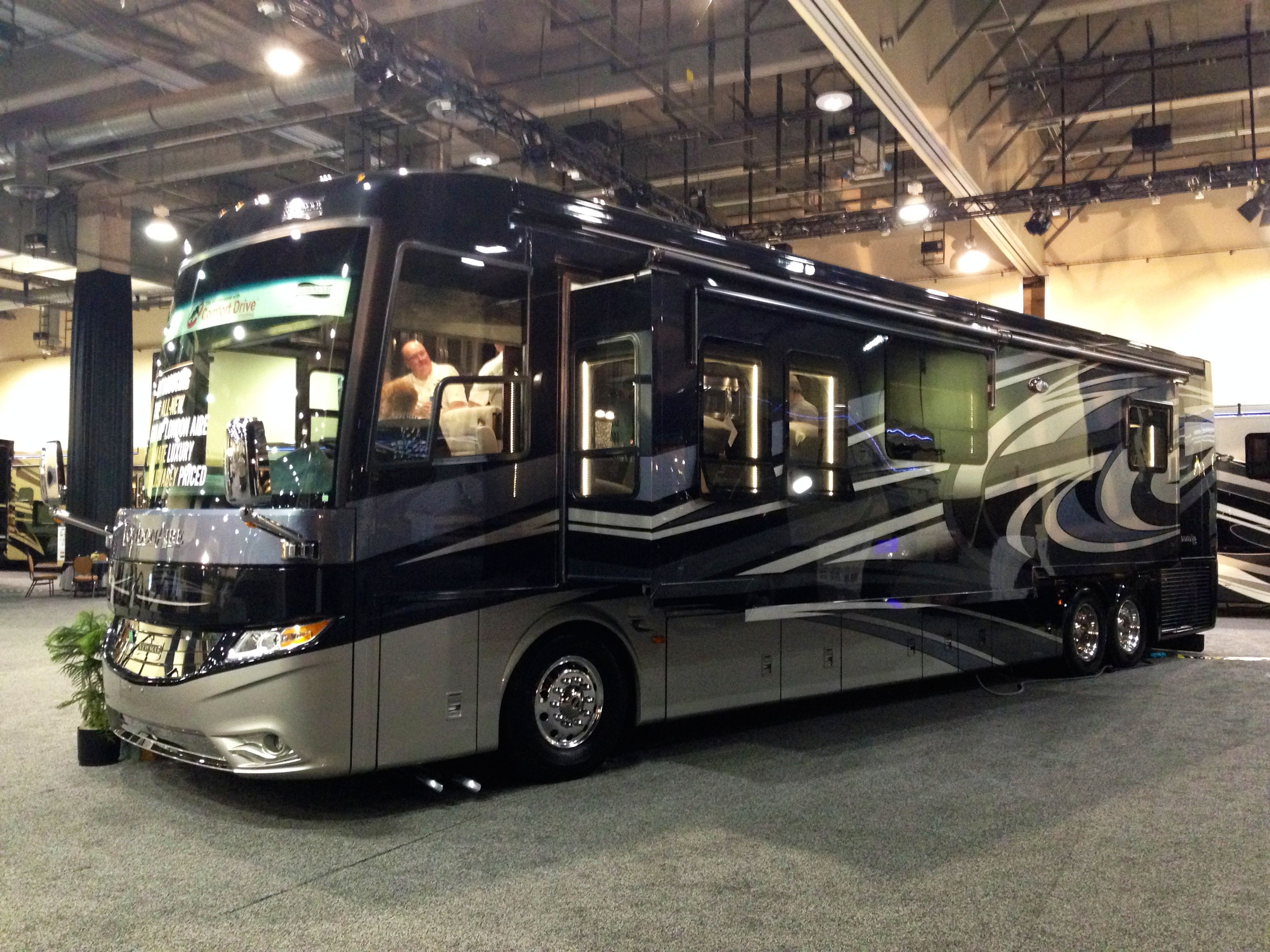 8 Of Most Luxurious Motorhomes In The World Luxury Bus Luxury