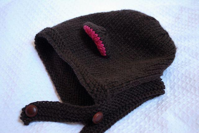 Touca Urso. Dá pra fazer no olhômetro, mas a receita está no link, em inglês: http://www.redheart.com/free-patterns/bear-cub-hat-mitts