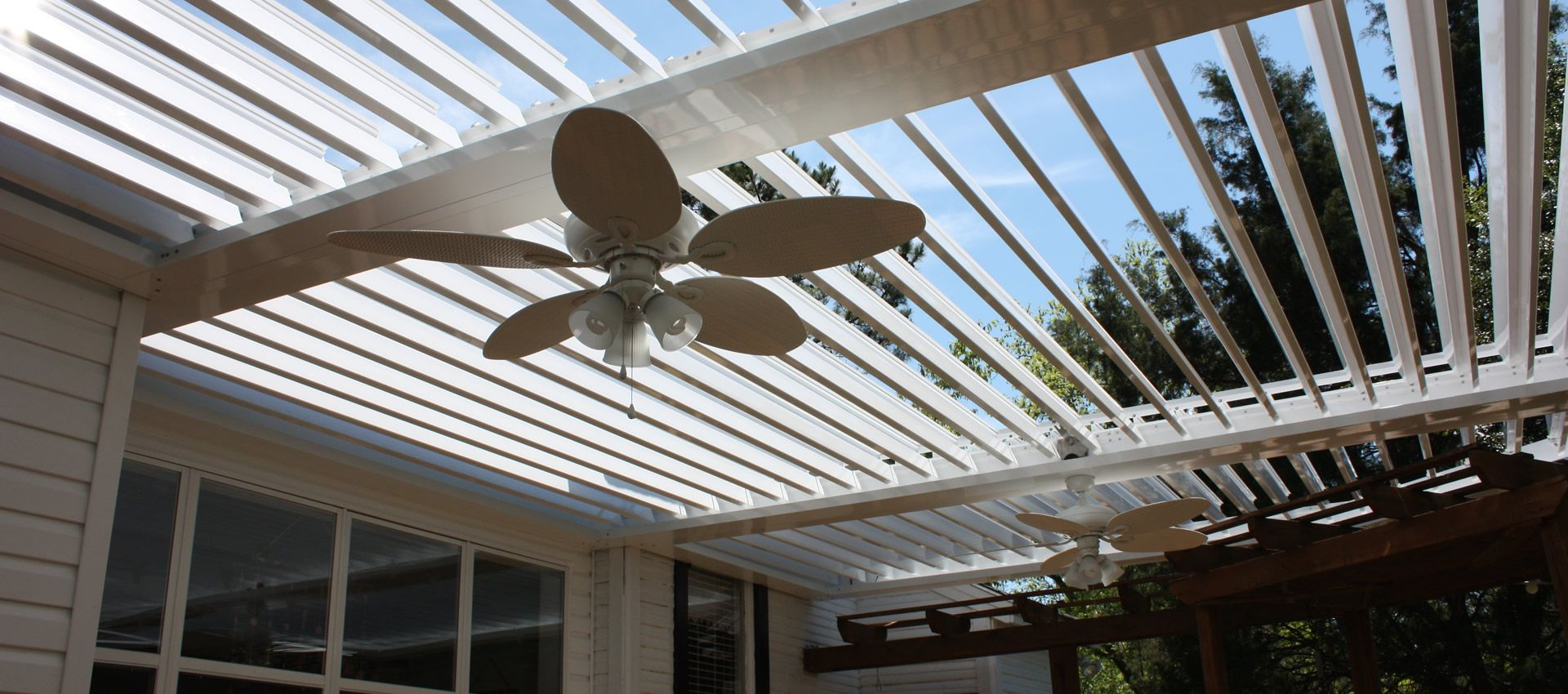 louvered pergola adjustable slats that are moveable using solar