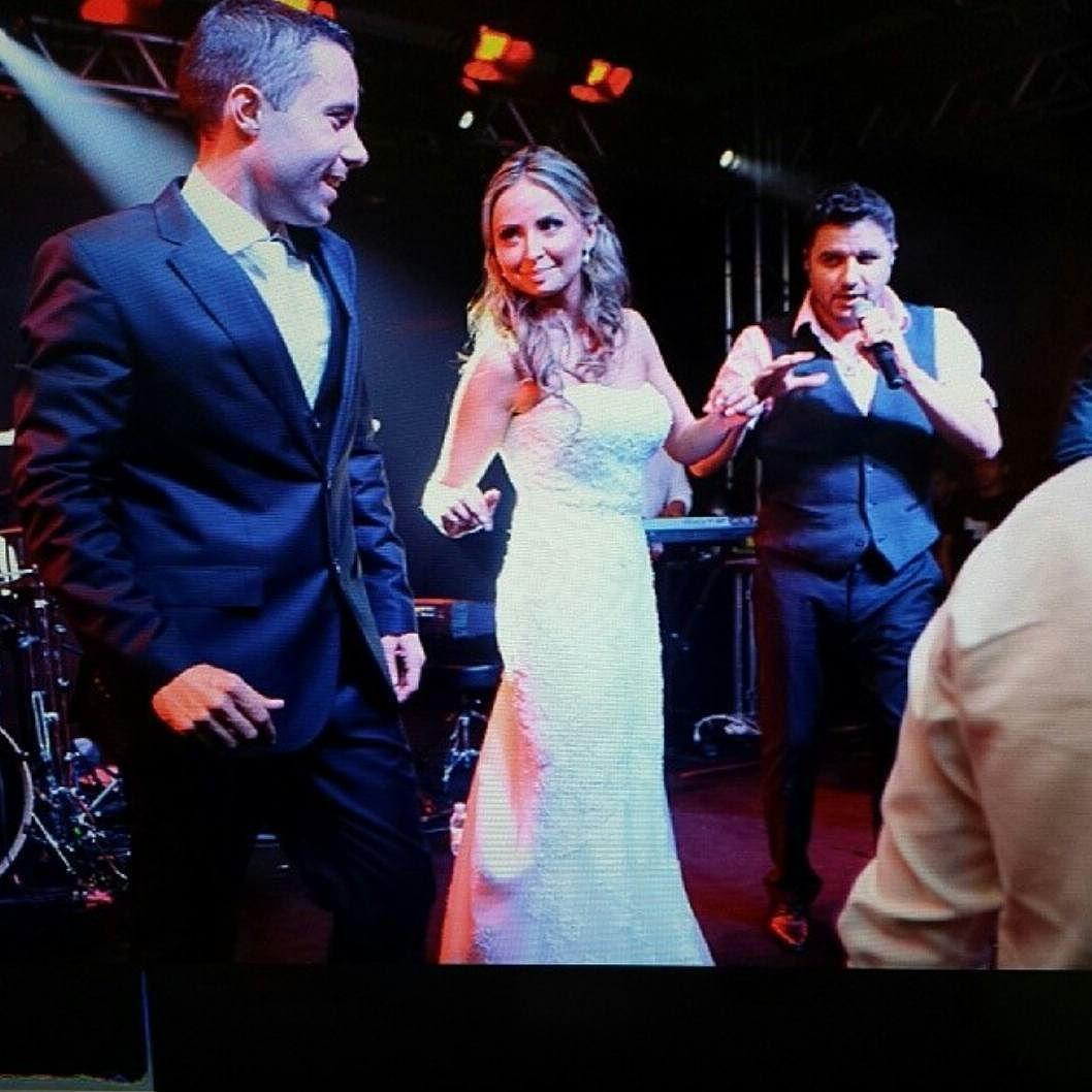 #bride #casorio #casamento #icasei #noivas #noivalinda #sebebernaocase #instagram #weddingideas_brides #nicollasfotografia #weddinginspiration #igreja #weddings  #weddingdress #vestidodenoiva #noiva #hapiness #feliz #nabalada #balada #vireinoiva #mauriciomaniere by nicollasfotografia.com.br