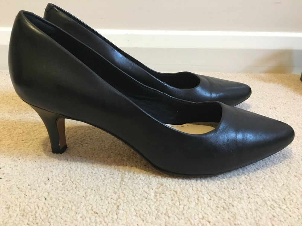 Clarks Somerset Black Leather Pointed Toe Kitten Heel Court Shoes Size 9 Wide Kitten Heels From Ebay Uk Kittenheels Heel Kitten Heels Heels Court Shoes