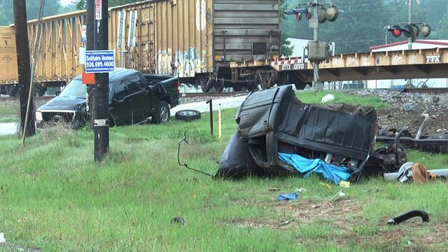 Train smashes into 2-truck pileup in Splendora, 5/31/14