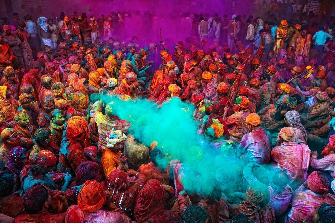 The Meaning Behind the Many Colors of India's Holi Festival ...