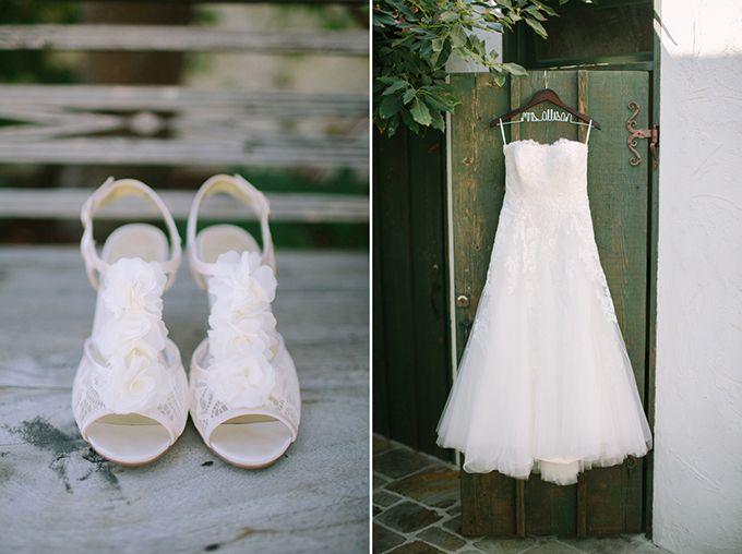 ... , robe de mariée sans bretelles, chaussure mariage blanche dentelle